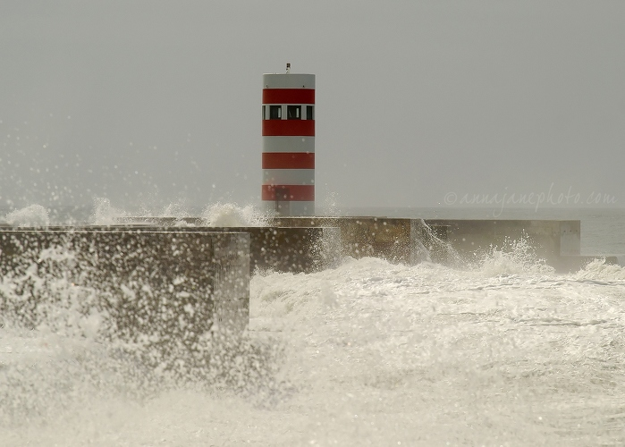 Stripes & Waves II - 20110911-foz-do-douro-lighthouse-2.jpg - Anna Nielsson
