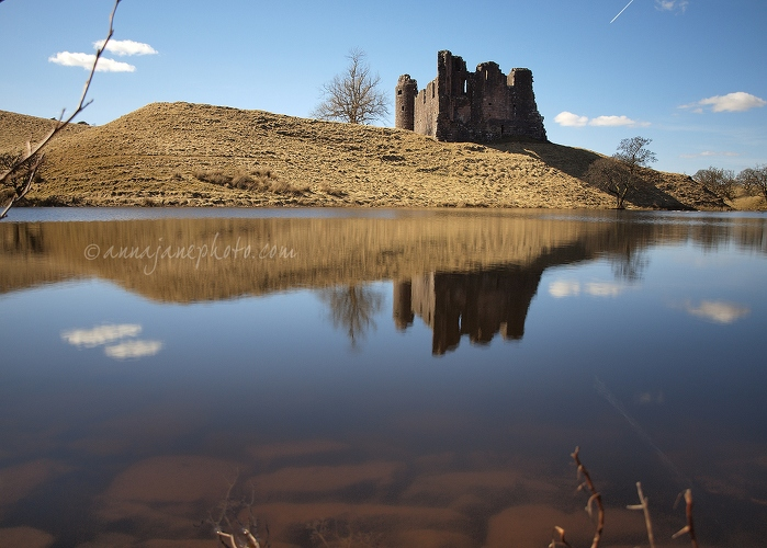 Morton Castle - 20130403-morton-castle-and-loch.jpg - Anna Nielsson