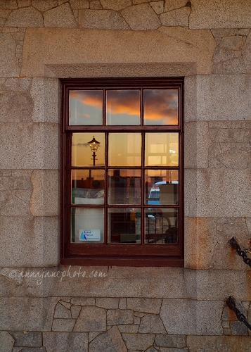 Watchman's Hut - 20140426-watchmans-hut-window.jpg - Anna Nielsson