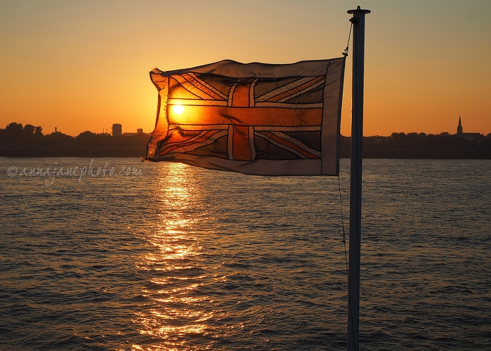 Ferry Flag at Sunset - 20151002-mersey-ferry-flag-at-sunset.jpg - Anna Nielsson