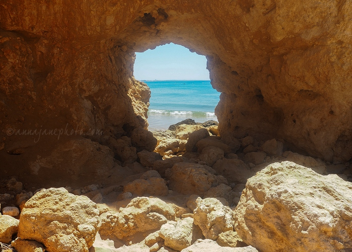 20170723-santa-eulália-rock-window.jpg