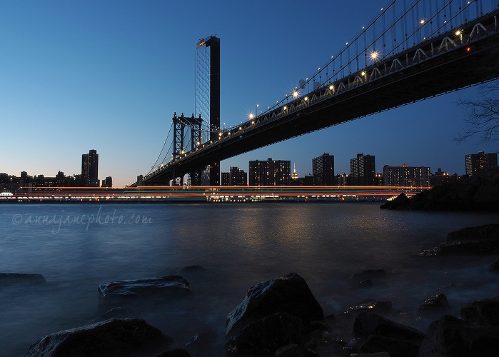 20190410-manhattan-bridge-light-trails.jpg
