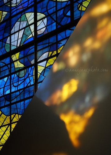 Stained Glass - 20170519-stained-glass-blue-yellow.jpg - Anna Nielsson