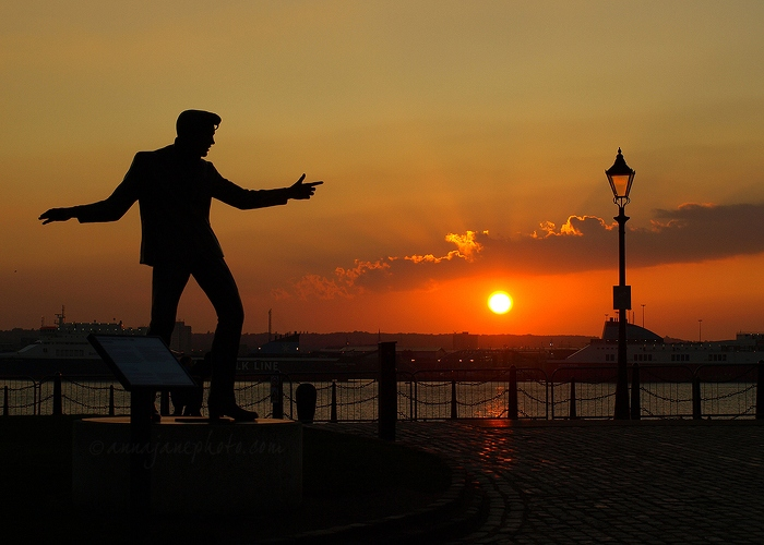 20080927-billy-fury-statue-sunset-mersey.jpg