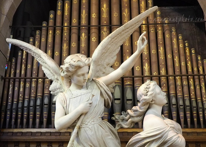 Angel Carrying a Soul to Heaven - 20160909-angel-carrying-a-soul-to-heaven.jpg - Anna Nielsson